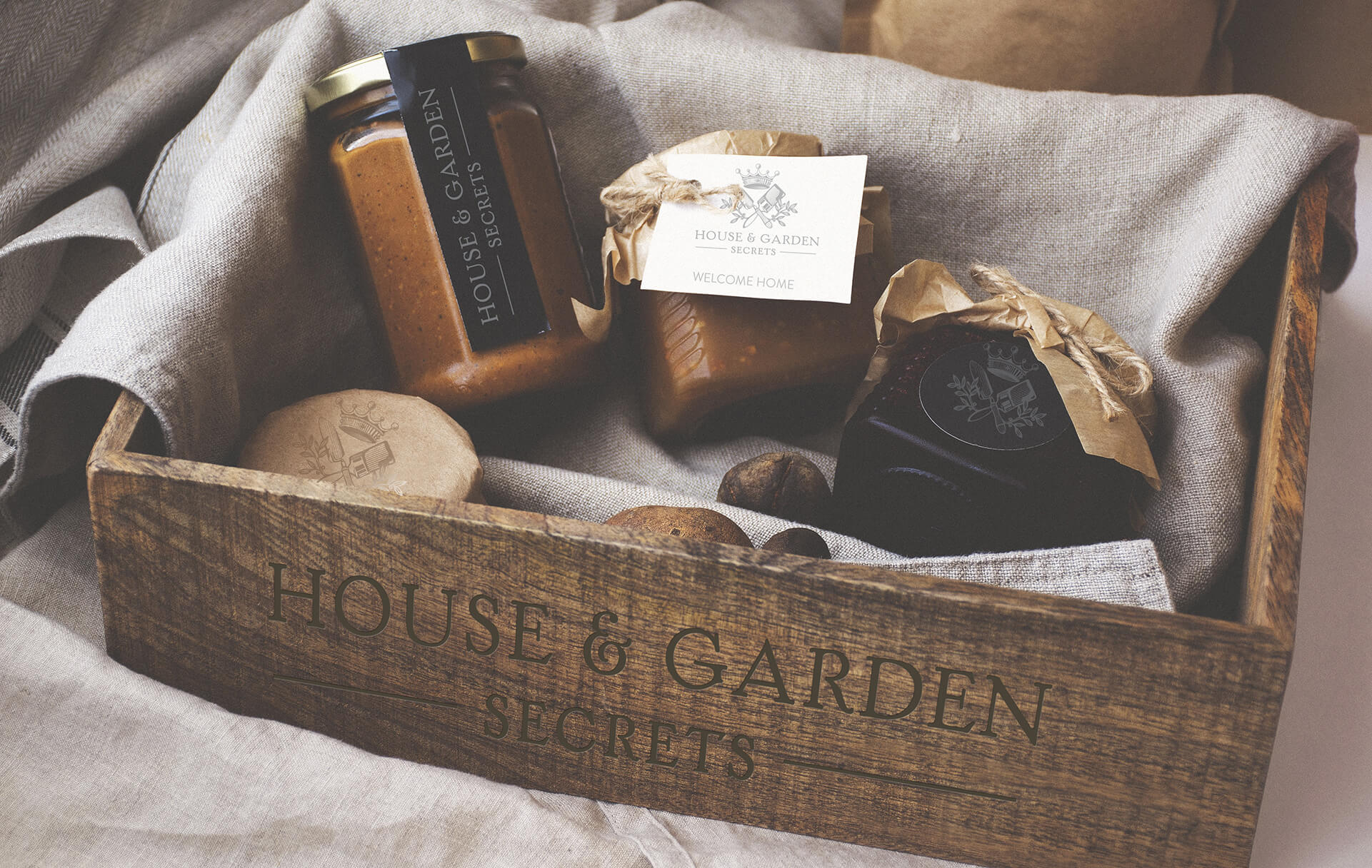 Housewarming box branding